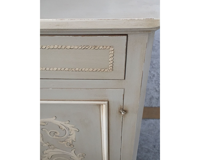 Credenza Con Vetrina In Legno : Mobile credenza con alzata vetrina legno massello artigianale decorato