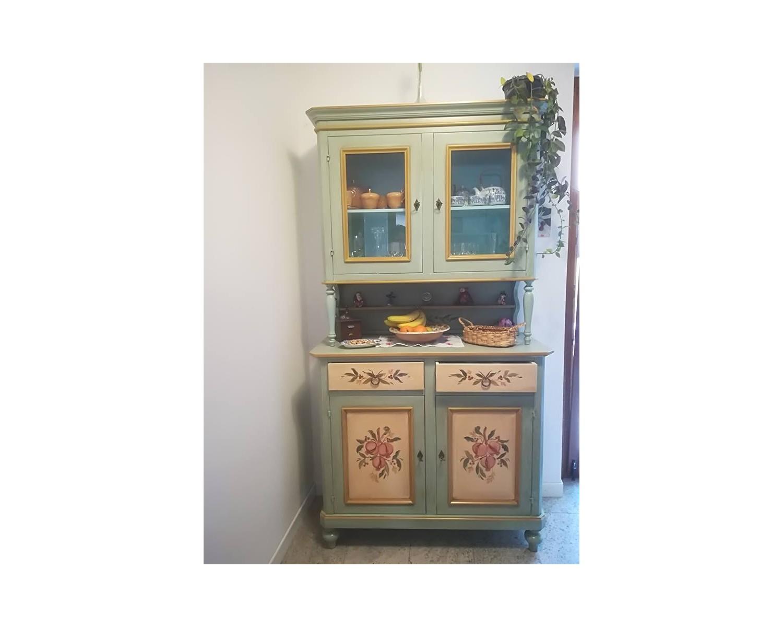 Credenza Con Vetrina Classica : Credenza con alzata vetrina legno massello artigianale decorato